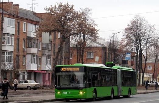 """Ускладнено рух в районах ринку ХТЗ, Садовопаркової, парку """"Зустріч"""""""