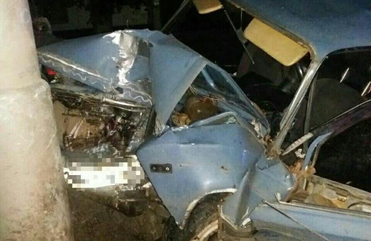 ДТП у Харкові: водій помер за кермом, автомобіліст розбив машину об стовб