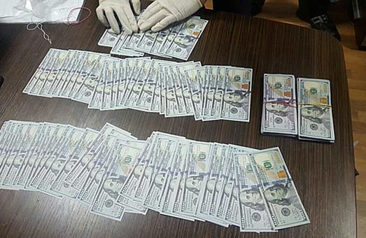 Керівник держпідприємства, що отримав 37 тис. доларів хабара, залишиться під арештом до суду