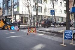 Як у центрі Харкова дорогу ремонтують / Фоторепортаж