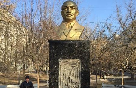 В Харкові пошкодили бюст професору Мєщанінову
