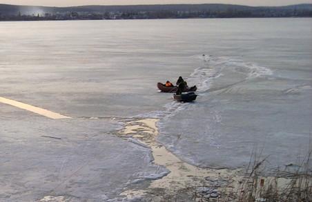 Рятувальники не дали загинути рибалкам на Печенізькому водосховищі