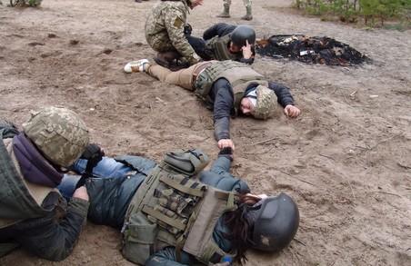 Журналістів готують до смертельних небезпек / Фоторепортаж