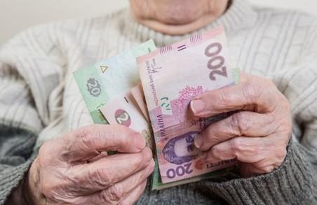 Кількість пенсіонерів в Україні майже зрівнялась із кількістю тих, за чий рахунок вони живуть