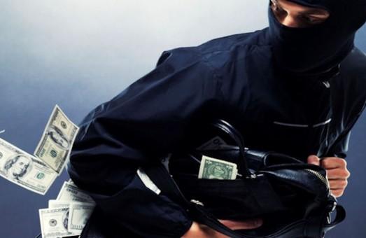 У Харкові - чергове пограбування кредитної установи: невідомий був озброєний гранатою