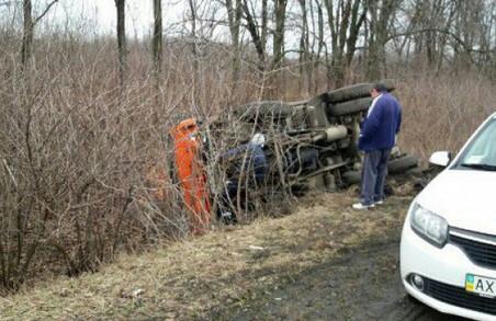 У Харкові перекинулася вантажівка з цеглою / ФОТО