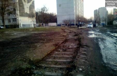 """Невідомі розібрали рeльси на Дніпровській, за """"Металістом"""""""