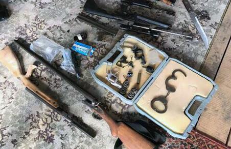 Харків'янин зібрав арсенал зброї для самооборони/ Фото