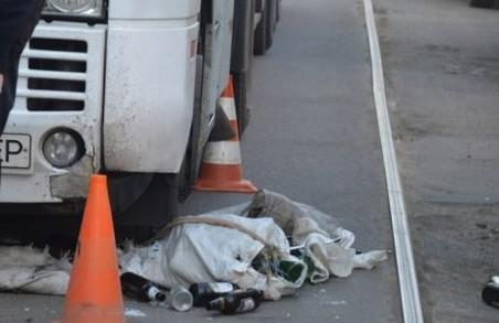 Дві пригоди з маршрутками, поштовх з переворотом, поламана нога і втрачені пляшки: ДТП у Харкові / ФОТО