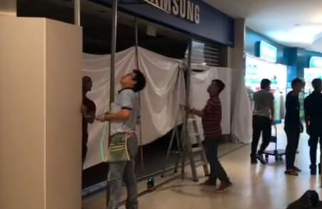 Перед презентацією Galaxy S8 спалахнув магазин мобільної техніки
