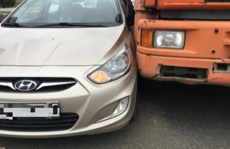 Чотири автівки не поділили дорогу: першоквітневі ДТП у Харкові  / ФОТО