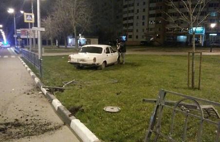 П'яний велосипедист поплатиться за пошкоджену іномарку, нарководії заплатять за огорожу: взаємопов'язані ДТП у Харкові