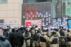 """Сутички під харківським Сбербанком перейшли у """"холодну фазу"""" протистояння активістів і поліції/ Фото. Відео. Доповнюється"""