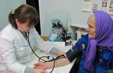 Мінздрав обіцяє сільському чи дільничому лікарю з медсестрою зарплату на рівні 25 919 грн на місяць на двох