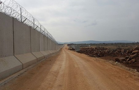 Туреччина побудувала стіну вздовж кордону з Сирією: знайдіть 10 відмінностей / ФОТО