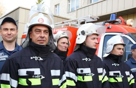 Світлична передала рятувальникам сертифікати на житло