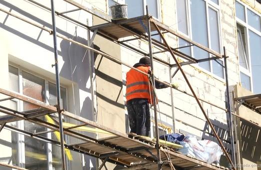 У селищі на Харківщині будують триповерхову школу з ліфтами