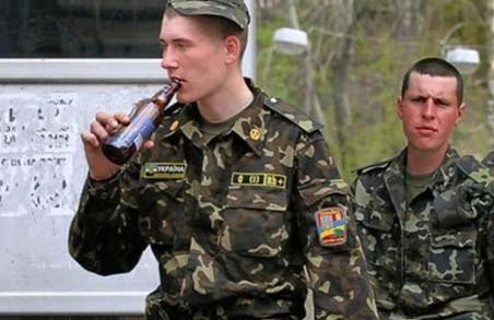 Військовослужбовців за пияцтво і самоволки каратимуть не лише гауптвахтою, але і штрафами