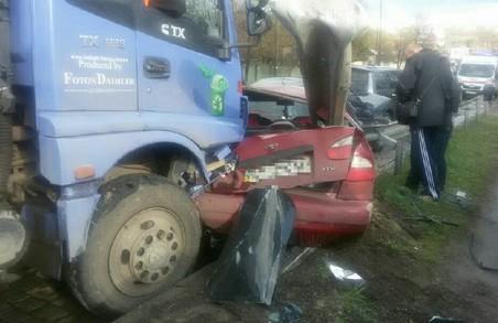 ДТП у Харкові: сміттєвоз спровокував масштабну аварію
