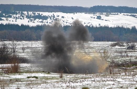 Як під Харковом стріляли з гранатометів: фоторепортаж