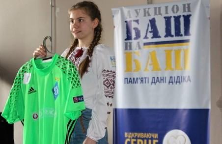 У Харкові відбувся благодійний аукціон «Баш на баш»: фоторепортаж