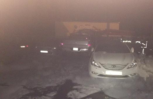 У Харкові стався черговий випадок масового спалення дорогих автівок на автостоянці/ Фото