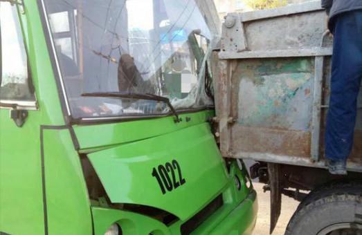 ДТП у Харкові, наркотичний водій тролейбуса/ Фото, Відео