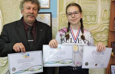 Харківська чотирикласниця перемогла у художній виставці-конкурсі во Франції