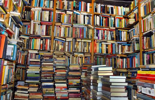 Книги з країни-агресора дозволять завозити в Україну тільки з рецензією