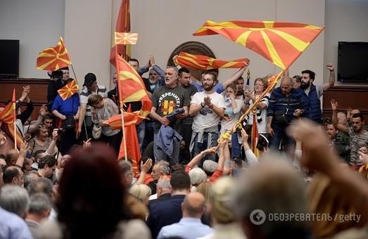 Македонці захопили парламент і побили всіх депутатів, яких встигли спіймати/ Фото, Відео