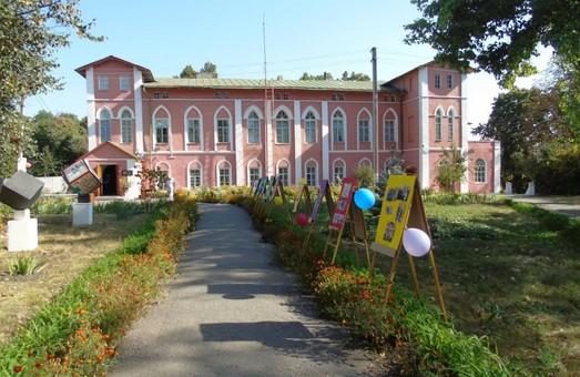 Уже через невеликий проміжок часу будівля Пархомівського музею може стати власністю Краснокутської громади - Світлична