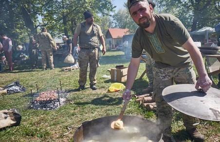 Під час фестивалю «Перлини Слобожанщини» військові провели благодійну акцію