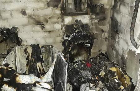 Рятувальники відшукали в палаючій квартирі двох людей