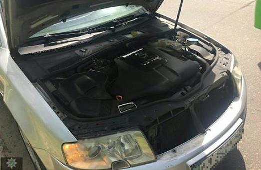 Поліцейські виявили сумнівну автівку/ Фото