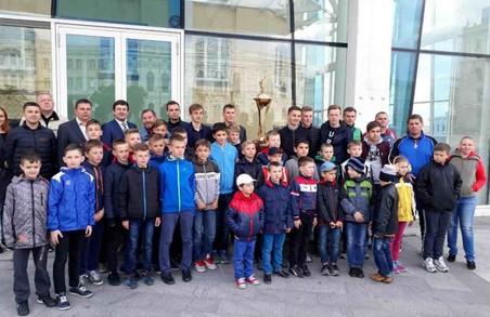 З Кубком України з футболу можна вільно сфотографуватися