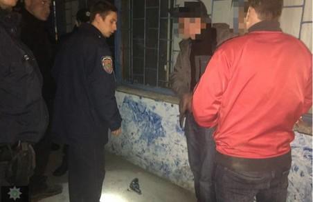 На Ярославській з'ясовували стосунки з ножем і пістолетом/ Фото