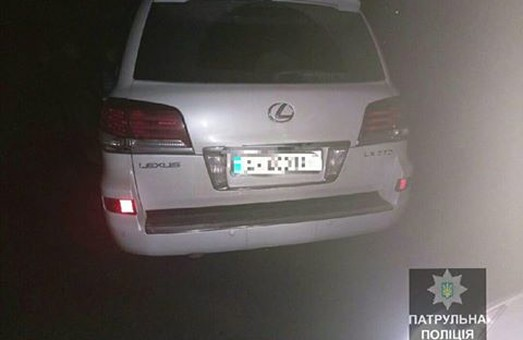 Біля супермаркету вкрали Lexus LX 570