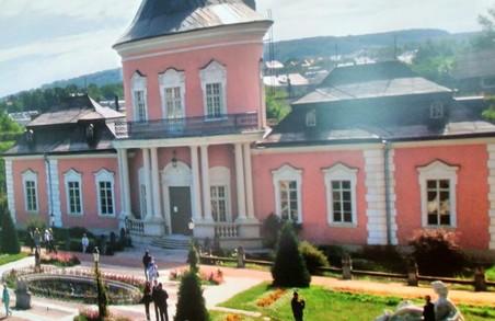 Харків'ян познайомлять з таємницями українських замків та маєтків