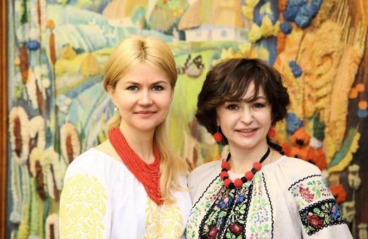 Світлична вийшла на роботу у вишиванці/ Фото