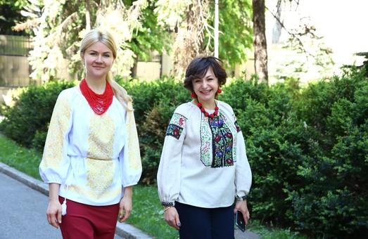 Вишиванку Світличної відзначили серед інших вишиванок відомих українських леді