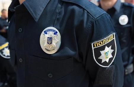 Щоб зупинити правопорушника, поліцейський застосував табельну зброю