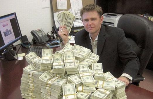 """Податківці """"викрили"""" у Харкові 329 мільйонерів"""