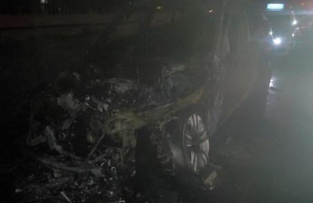 На трасі згоріла автівка