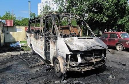 На Ахсарова спалено три автівки/ Фото, Відео