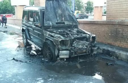 На Яроша згорів Mercedes G-Wagen і частково постраждав Lexus RX 200Т/ Фото