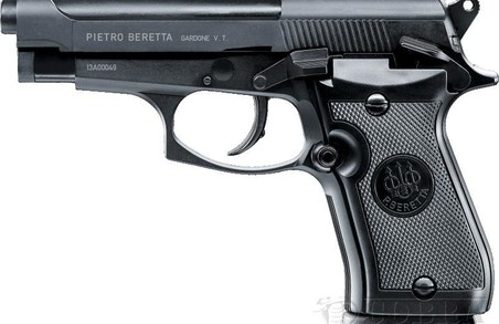 Поліцейський стріляв на ринку у вільний час, зі своєї зброї і без одягу
