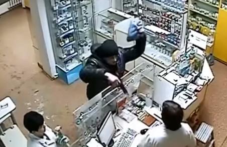 У Харкові засудили аптечного розбійника