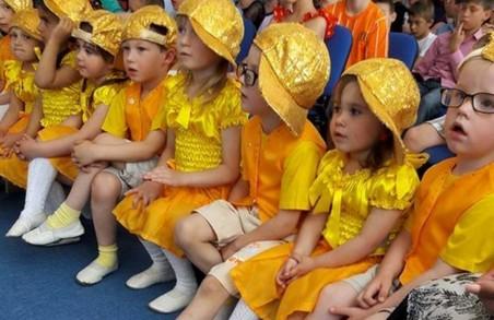 Поліцейські привітали дітей у реабілітаційних центрах і будинках-інтернатах/ Фото