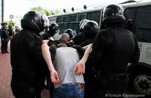 """Поліція та СБУ заблокували """"групу активістів"""" у харківському аеропорту/ Фото"""