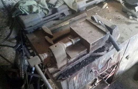 Самогубець застрелився з металевої труби/ Фото